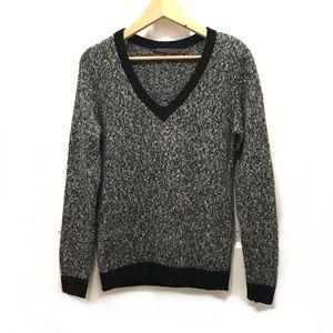 Feel the Piece salt & pepper v-neck sweater